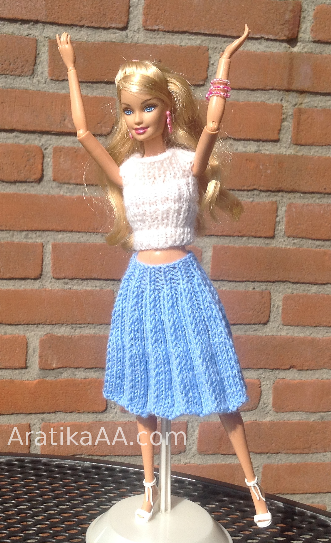 Knitted accordeon pleated skirt for Barbie doll